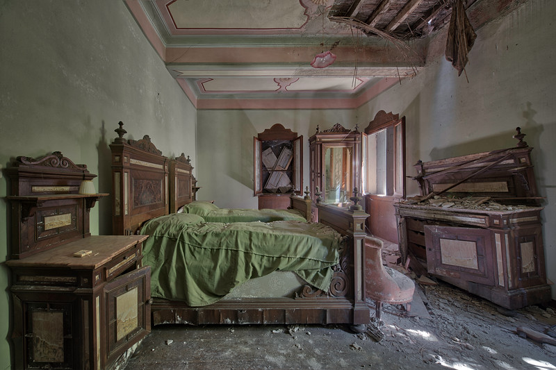 The green room - Amazing furniture left behind in this large abandoned villa. Crazy to see that the door was wide open while nothing has been vandalised. Just natural decay.