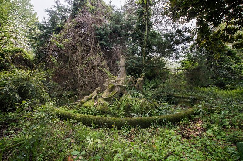Babylon - Old fountain in the garden of an abandoned villa.