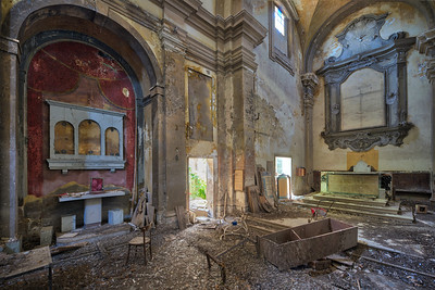 Sanguinem Sacellum - Abandoned church which is now home to a bunch of pigeons and tons of pigeon poo.