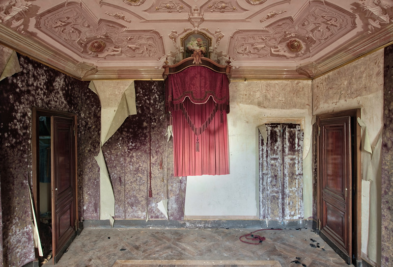 Throne - I'm not sure what the purpose of this thing was. I think it was decoration above a bed or perhaps above a chair or maybe a throne ? It is one of many rooms inside a very large abandoned villa.