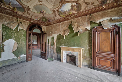 Peel - One of many rooms in a massive abandoned villa