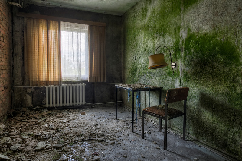 Destitute - Mould infested hotel room