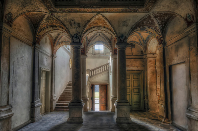 Welcome to Croft Manor - The main entry to his old forgotten castle