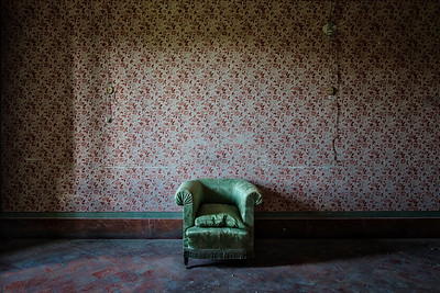 Viridi - Less is more, chair in an abandoned villa.