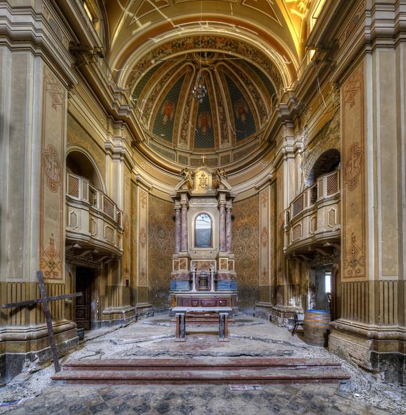 Dust 'n Gold - Abandoned chapel
