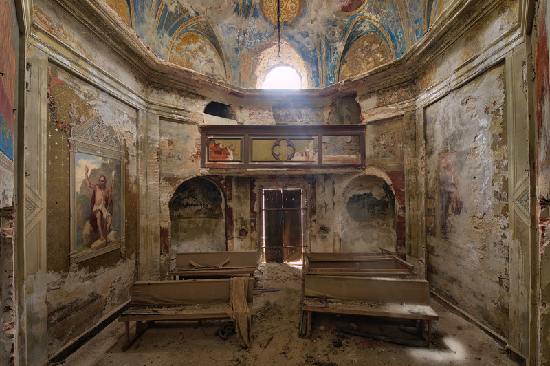 Vestry - Small chapel inside an abandoned villa. The villa has a lot of corridors and the chapel can be easily overlooked.