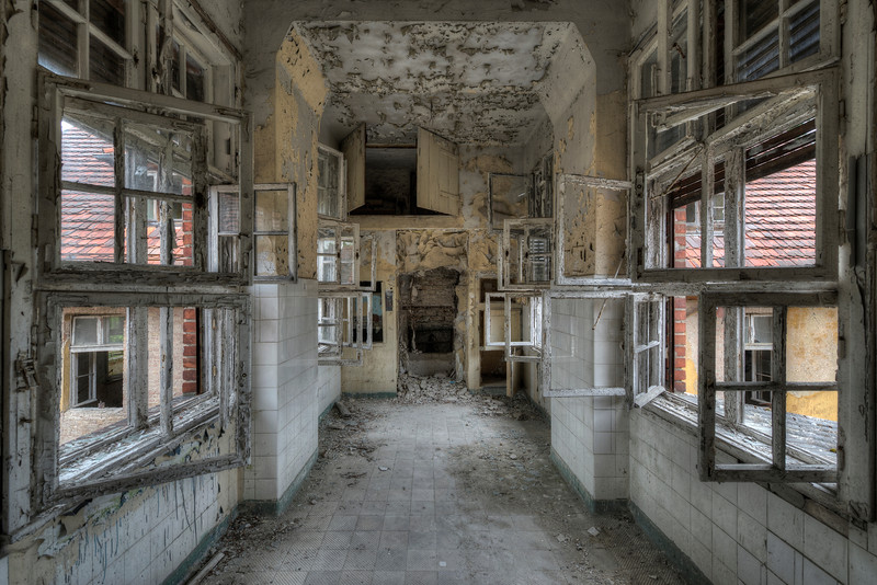 Windows - Unfortunately most building of this former tuberculosis sanitarium are stripped but I still managed to find some sweet spots.