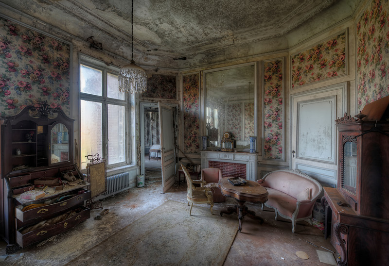 Grandeur - It's amazing to see how some of the rooms of this magnificent castle are in a very derelict state while others are completely untouched and look like a museum