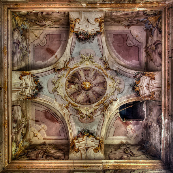 Ceilings.... Nothing more than.. Ceilings - 3D Ceiling paint job inside an abandoned villa.