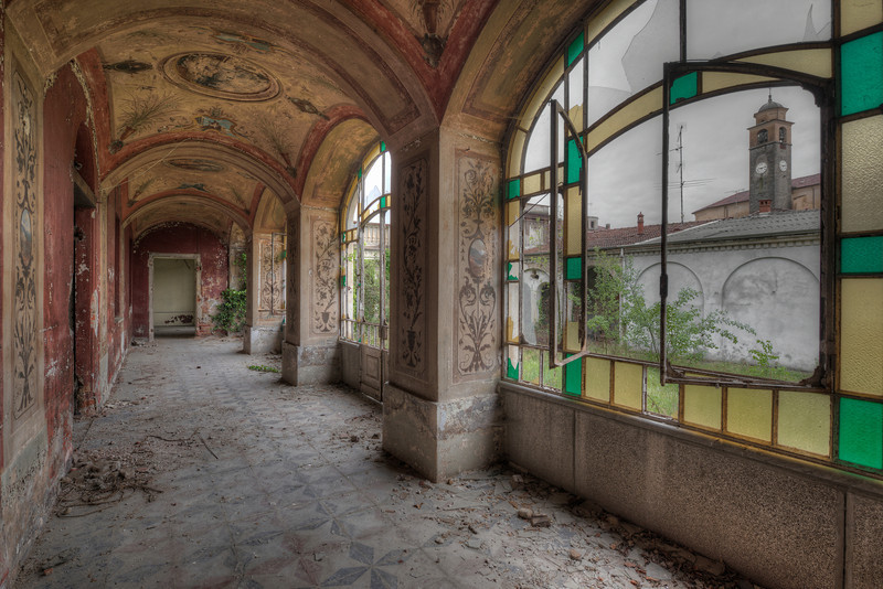 Decorated gallery on a cloudy day - Large abandoned -and mostly vandalized- villa