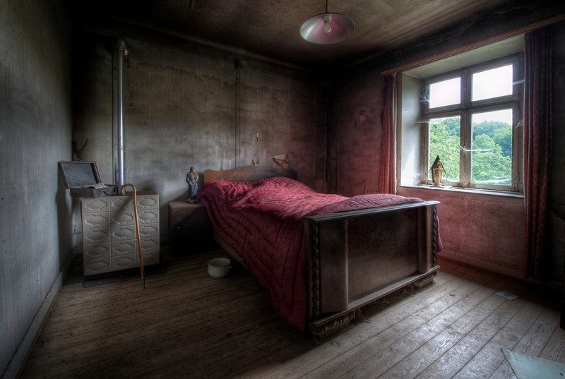 Sleep with one eye open - Simple and plain bedroom. Well at least the guy had a bedroom heater.