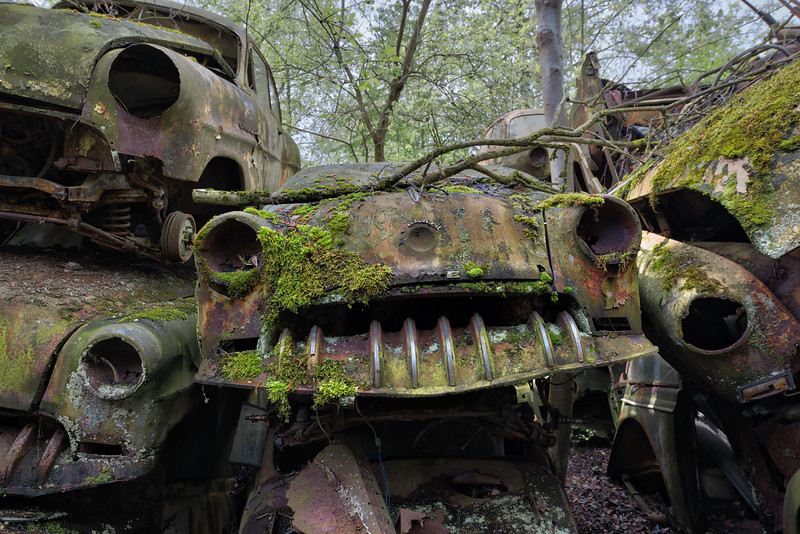 Pile-o-rust - Classic cars in an abandoned car graveyard