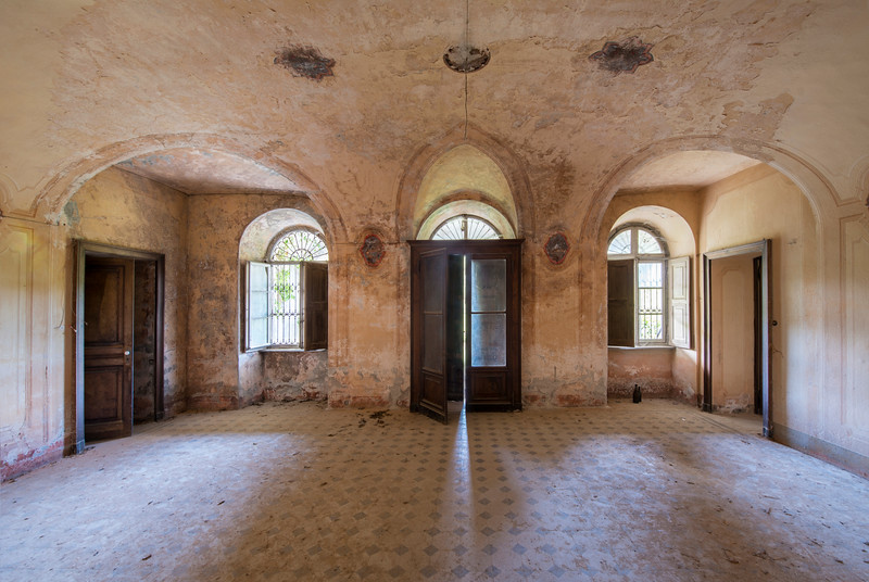 Entree - The entry to a big abandoned villa