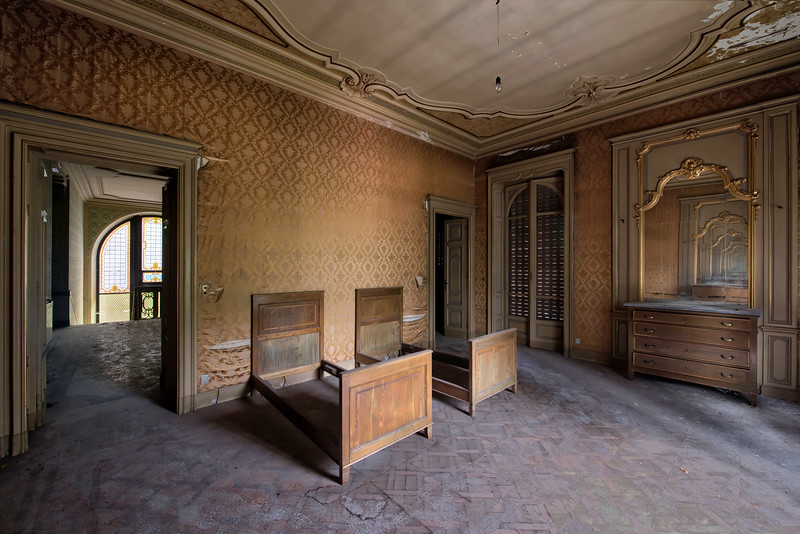 Golden - Room inside an abandoned villa. Stained glass windows on the left and an endless mirror tunnel on the right.