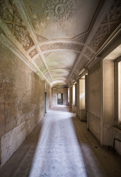 Passage - Beautiful decorated ceiling in an abandoned villa