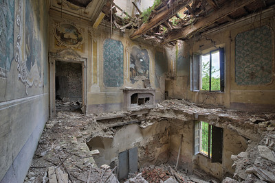 Allure - My second visit to this crumbling villa. The place is not that big and I still wonder why the former owners left the place to decay.