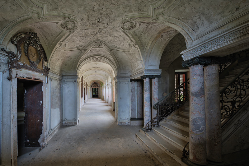 Salve - Corridor in an abandoned villa
