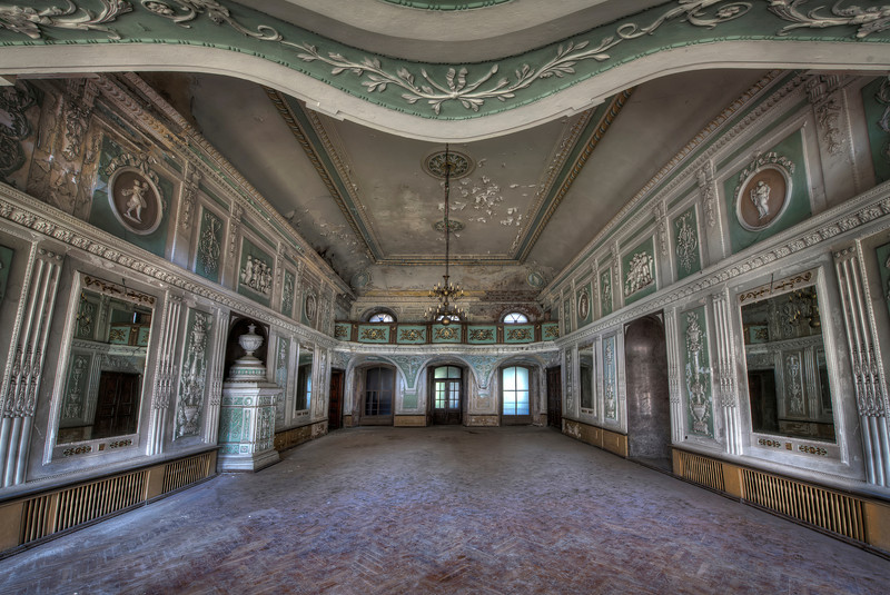 Baroque in Ruins - Large baroque style room inside abandoned castle