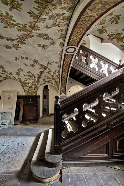 Hunters Lodge - Decorated ceilings with some hunting and wildlife scenes