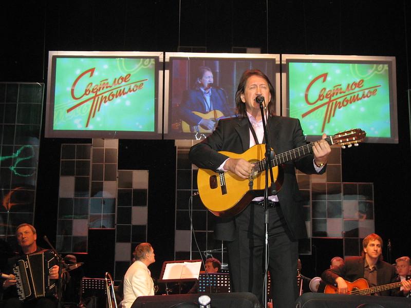 Oleg Mityaev performing.