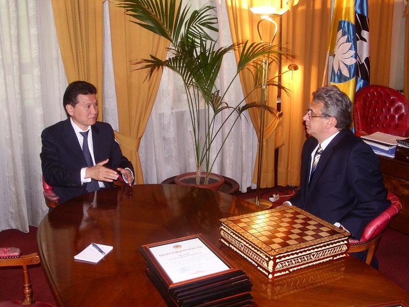 Receiving award & chess set from Kalmykian President Ilyumzhinov. Moscow May 15, 2009.