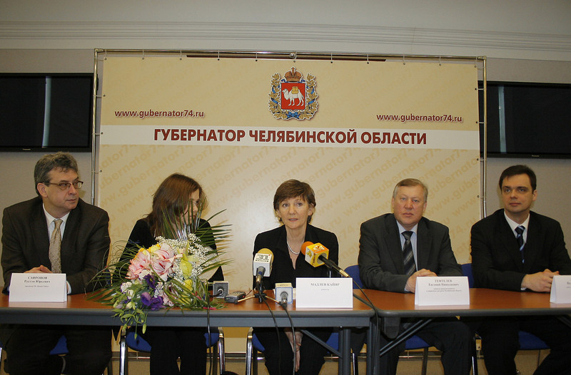 """Presentation of film, """"Ural People of Tomorrow"""" (""""Люди уральского завтра""""), done with French Director, Madeleine Caillard. Chelyabinsk Governor's press conference. (12.2006)"""