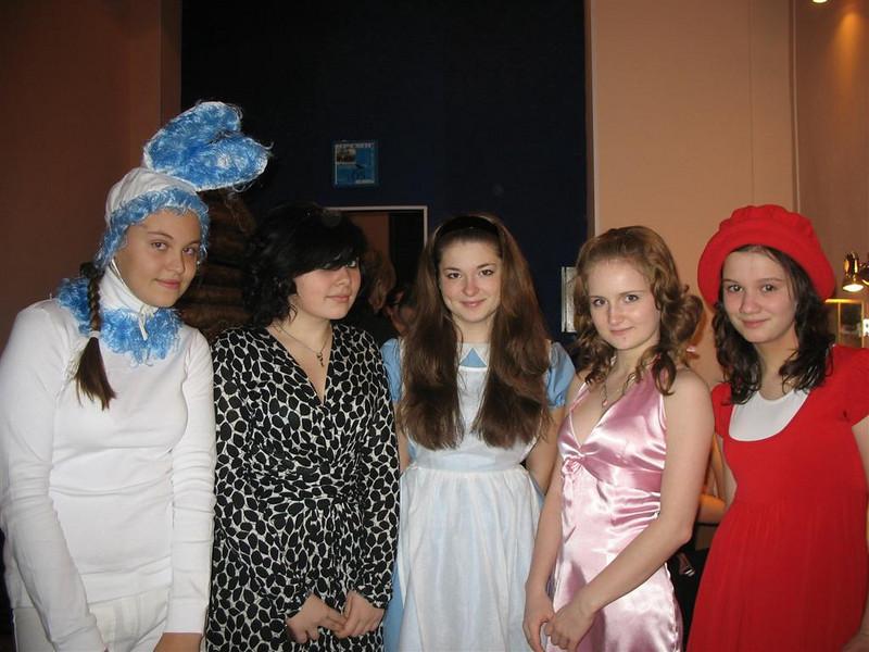 Dasha, Nastiya, Natasha, Renate, Anya. (12.2008)