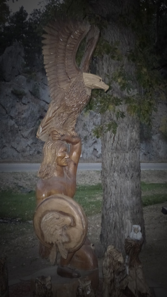 these wooden carvings by chainsaw were nearby to Mt Rushmore