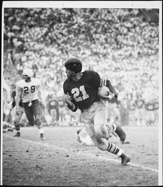 USC player Al Carmichael running with the football, 1952
