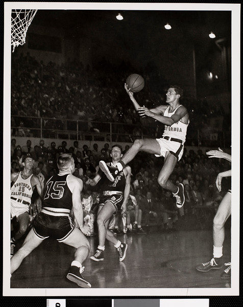 Court-side view of a University of Southern California basketball game, USC, [s.d.]