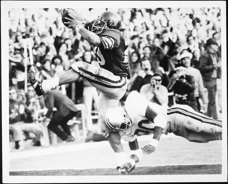 USC tailback Anthony Davis catching a ball  during a game, 1973