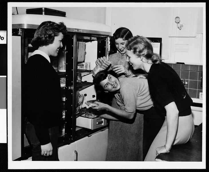 Four USC sorority students gathered together at a refrigerator, [s.d.]