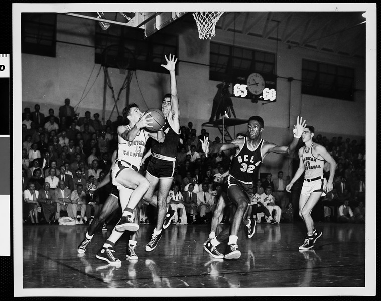 Court-side view of a University of Southern California basketball game, USC vs. UCLA, [s.d.]