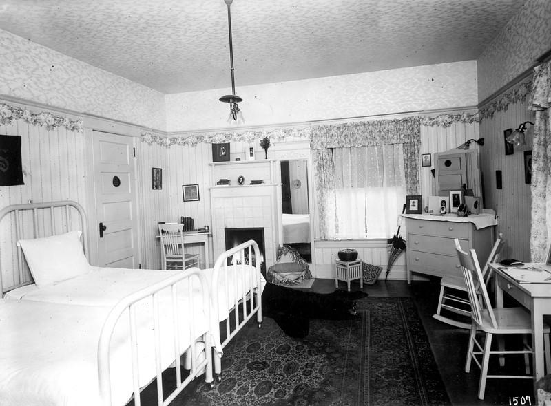 uaic-womensresidence1917