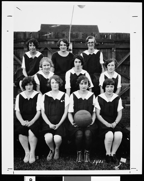 Women's frosh USC basketball squad, 1925