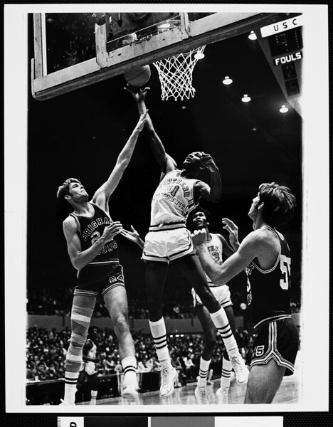 Court-side view of University of Southern California versus Brigham Young University basketball game, [s.d.]
