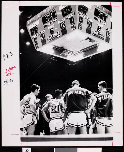 Courtside view of a University of Southern California basketball scene, [s.d.]