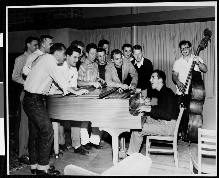 USC Phi Kappa Psi fraternity sing along, 1949