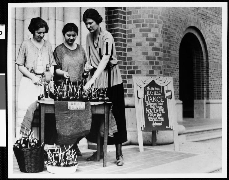 Friendly bunch, 1923