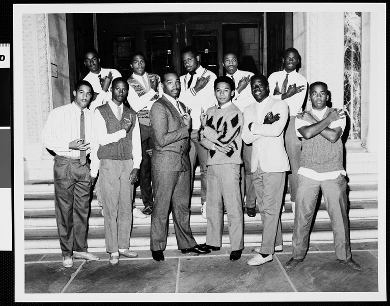 Group of African-American students at the Doheny Memorial Library main entrance, [s.d.]