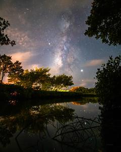 Made from 4 light frames by Starry Landscape Stacker 1.8.0.  Algorithm: Min Horizon Noise