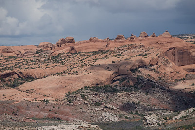 Trail to Delicate Arch - center screen