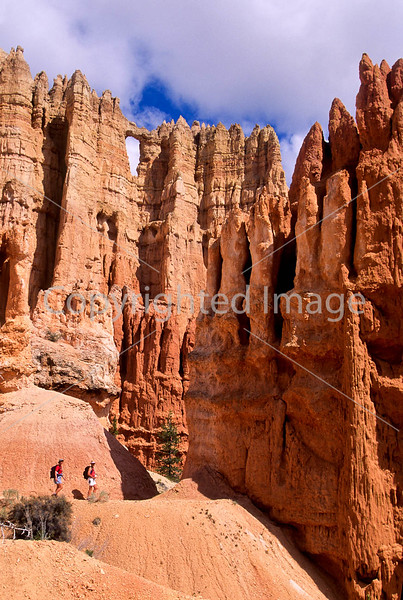 Day hikers in Utah's Bryce Canyon National Park - 16 - 72 ppi