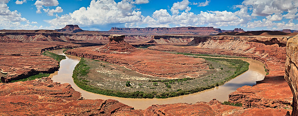 The Green River meanders around Turk's Head, from the White Rim Trail 9 vertical image pano