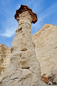 Hoodoo Tower - The Toadstools Cretaceous Dakota Formation conglomerate capping  Jurassic Entrada Sandstone