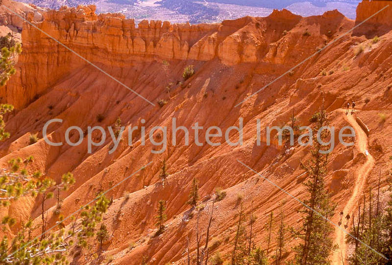 Hikers in Bryce National Park, Utah - 72 dpi--26-2