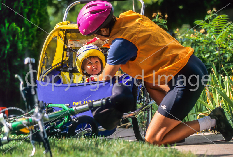 Mother with child in bike trailer - Liberty Park, Salt Lake City, Utah - 7-2 - 72 ppi