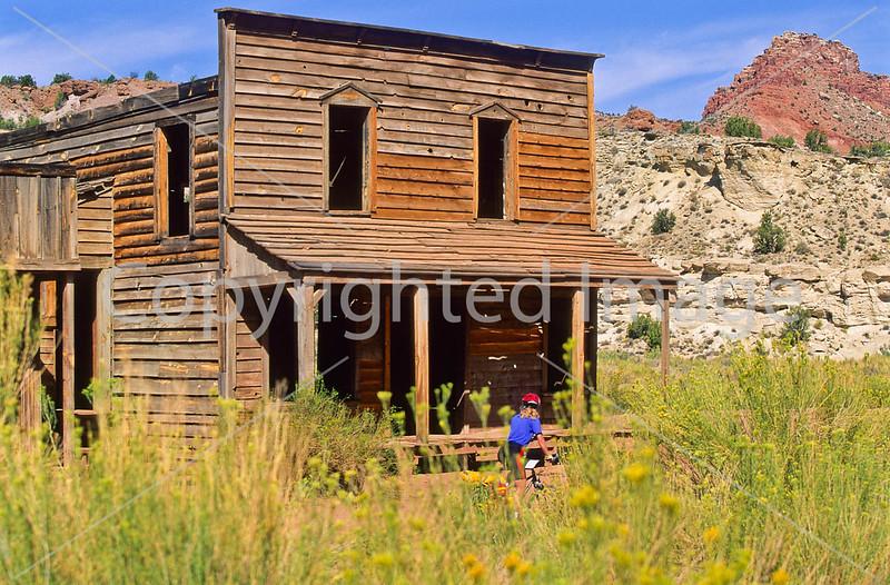 Mountain biker; Old West Paria movie set in Utah - 52 - 72 ppi