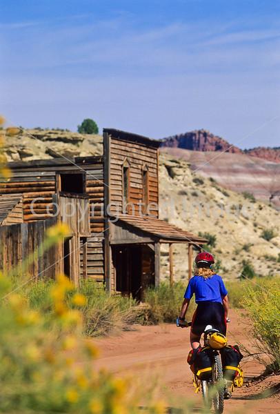 Mountain biker; Old West Paria movie set in Utah -15 - 72 ppi