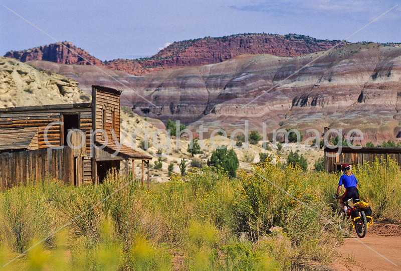 Mountain biker; Old West Paria movie set in Utah -18 - 72 ppi